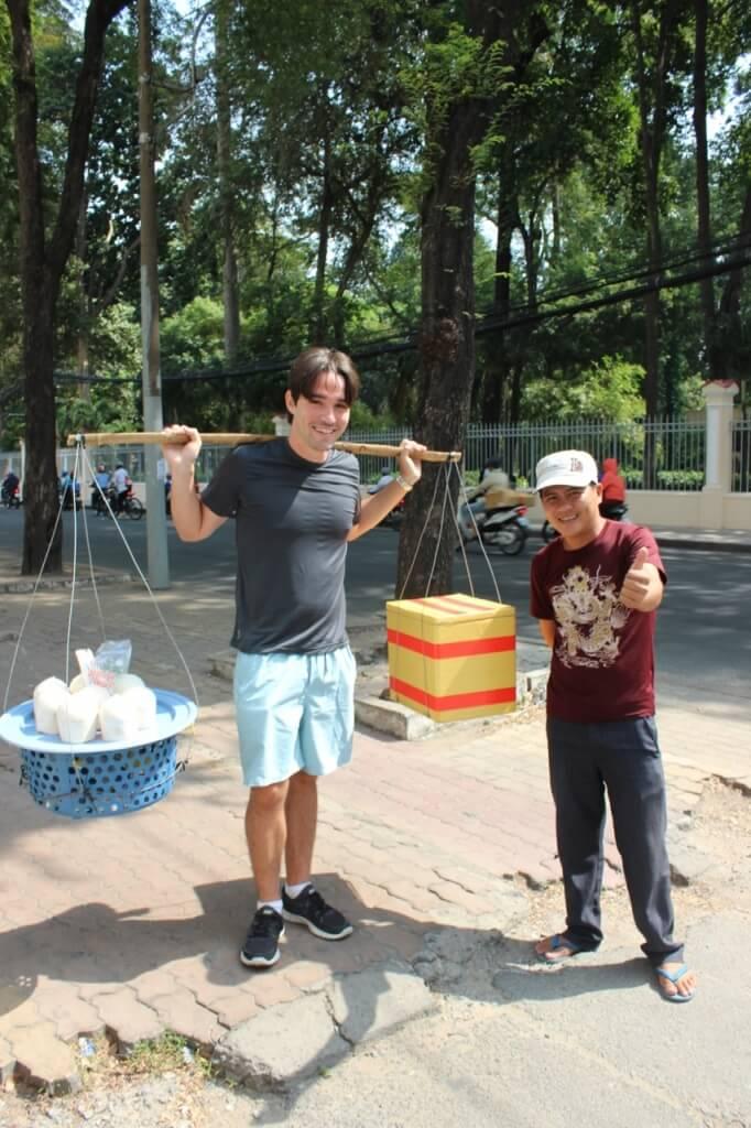 Vendendo coco no Vietnã